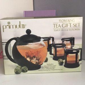 Primula flowering tea set new in box